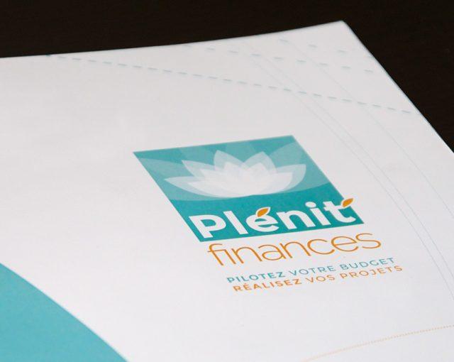 Zoom sur le logo de Plénit'finances provenant de la 1ere de couv du dépliant